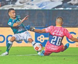 Con polémica incluida, Pumas pierde su primer partido tras once jornadas