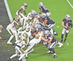 Los Raiders  estrenan estadio con triunfo sobre los Saints y la promesa de Playoffs