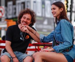 ¡Otra vez! Luisito Comunica publica nueva foto con su novia y el polémico mezcal
