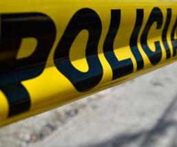 Dos motociclistas quedan ensartados al chocar contra camión de pasajeros, en CDMX