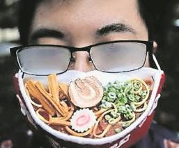 Artista crea un cubrebocas 3D para personas que usan lentes