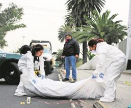 Automovilista embiste a hombre cerca del metro La Raza, nadie logró reconocerlo