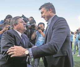 Miguel Herrera advierte que ser líder no le dará el título al Cruz Azul, Siboldi le responde