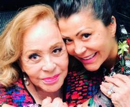 Alejandra Guzmán y Silvia PinaL se someten a tratamiento estético y fans las critican