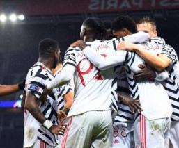El Manchester United venció los últimos minutos al PSG