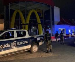 Sicarios matan a un hombre en estacionamiento de McDonald's en Morelos
