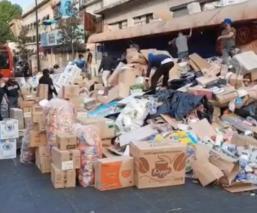 Trescientos hombres armados con palos y mazos desalojan dulcerías en el Centro de CDMX