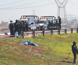 Vecinos de Almoloya de Juárez se topan con cadáver de desconocido, ensangrentado y torturado