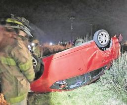 Automovilista muere atrapado dentro de su carro en Edomex, cayó a un canal