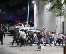 Detienen a 80 jóvenes que pedían liberación de 78 personas que tomaron caseta de Alpuyeca