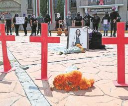 En medio de un tianguis feministas recuerdan a víctimas de feminicidio en Edomex