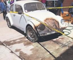 Hombre de la tercera edad sale de su casa, se rocía gasolina y se prende fuego, en Edomex