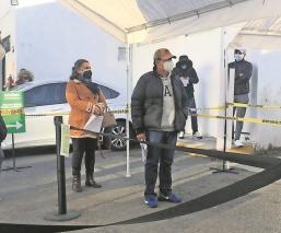 Tras aumento de contagios por Covid- 19, mexiquenses hacen largas filas en laboratorios