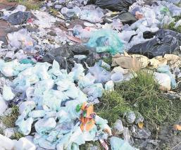Vecinos en el Edomex se quejan del olor por basureros clandestinos, llevan meses denunciado