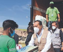 Gobierno de Morelos entrega botas y cubrebocas a trabajadores de rellenos sanitarios