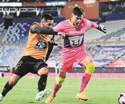 Alfredo Talavera de Pumas se luce como el mejor portero de la temporada