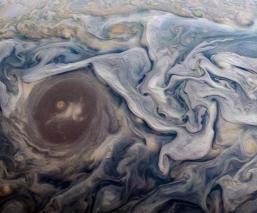 NASA descubre la presencia de 'elfos' y 'duendes' en la superficie de Júpiter