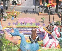 Colocan cruces moradas en memoria de víctimas de feminicidio en el Edomex