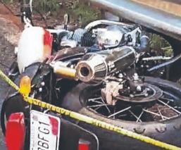 Motociclista muere al estrellarse contra la barra de contención de una carretera, Edomex