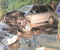 Taxista muere al estrellarse de frente contra una camioneta en Edomex
