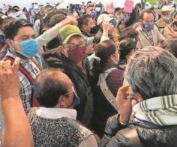 Comerciantes acusan de malos manejos a directivos de la Central de Abasto del Edomex