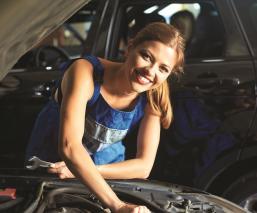 Cómo cambiar el aceite de tu coche en nueve pasos