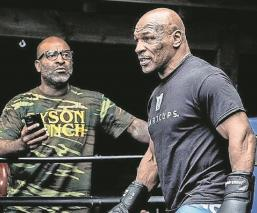 Mike Tyson regresa al boxeo en una pelea de exhibición ante Roy Jones Jr