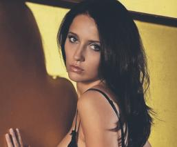 Lanzan pregunta subida de tono a la sexy modelo Anastasiya Avilova y no se queda callada