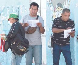 Morelenses abarrotan las calles sin cubrebocas, pese a que ya es obligatorio su uso