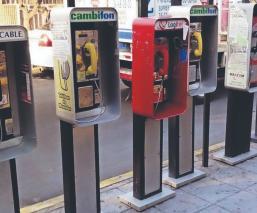 ¿Por qué aún hay teléfonos públicos en CDMX si casi nadie los usa? La razón te sorprenderá