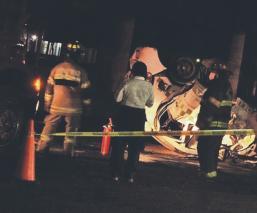 Mueren en volcadura taxista y nena de 3 años en Edomex, chofer iba a exceso de velocidad