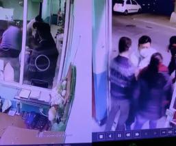 Golpean a médico por muerte de una menor tras cirugía en el Edomex, video capta todo