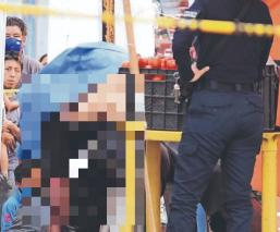 Asesinan a joven vendedor de frutas y verduras con dos balazos en el cuello, en Morelos
