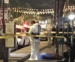 Acuchillan a hombre en la Ciudad de México, lo encuentran tirado en la banqueta