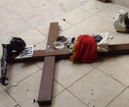 Cae Cristo Negro y se destroza en parroquia de Chiapas, creyentes prevén tragedia