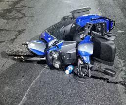 Biker termina muerto y sin cara, tras caer de su motoneta y derrapar varios metros en CDMX