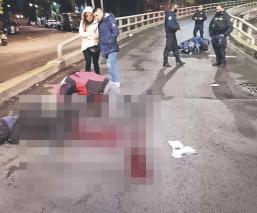 Motociclista llevaba caso pero guardado, choca contra puente y muere del golpe en la CDMX
