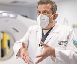 Ascienden a médico de la Semar por su lucha vs el Covid