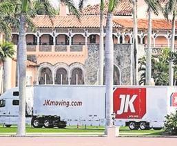 Reciben camiones de mudanza en el club de Donald Trump en Florida