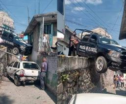 Policías del Edomex chocan como de película y se les escapan unos asaltantes