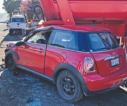Hombre choca en carretera de Morelos y llama a su mamá, quien se echa la culpa de todo