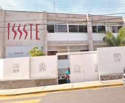 Detienen a dos enfermeros por presunto robo de vacunas contra Covid, en Morelos