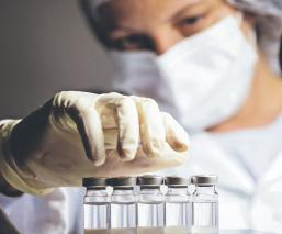 A la basura miles de vacunas contra Covid, tras desconectar congelador por accidente en EU
