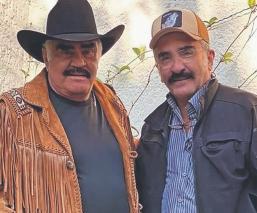 Vicente Fernández Jr. sale en defensa de su papá, al ser acusado de tocar a varias mujeres