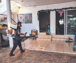 Protección Civil sanitiza casas donde viven personas contagiadas de Covid-19, en Morelos