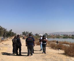 Autoridades de la CDMX atienden denuncia de un presunto cadáver flotando en el fango