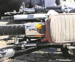 Camioneta embiste a un motociclista en el carril confinado para el Mexibús, en Edomex