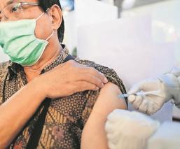 Indonesia vacunará vs Covid a 5 miles de periodistas por su labor informativa