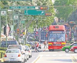 Conductores de Metrobús en CDMX te podrán 'delatar' si invades su carril