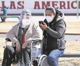 Vecinos revelan que ya fluye mejor la vacunación vs Covid en Ecatepec